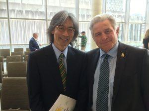 Le chef d'orchestre de l'OSM, M. Kent Nagano, en compagnie du maire de Rigaud, M. Hans Gruenwald Jr.