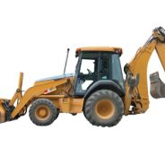 Camions lourds et équipements sur un terrain résidentiel